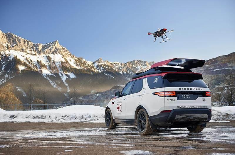 Ένα Land Rover με ενσωματωμένο drone διάσωσης στην οροφή