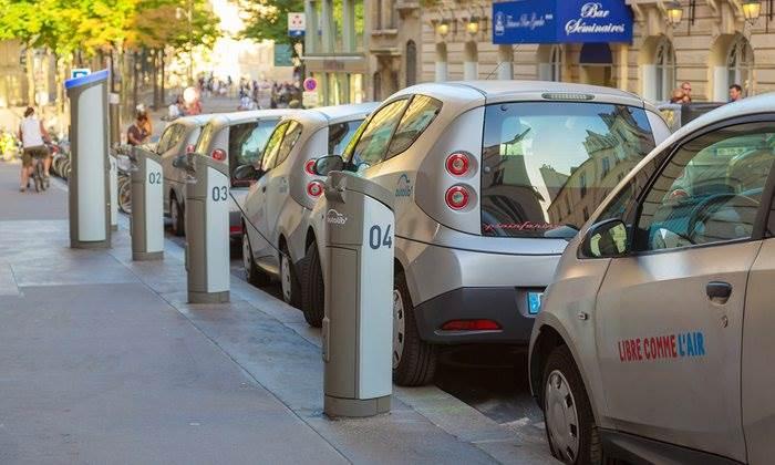 Σημεία φόρτισης για τα ηλεκτρικά αυτοκίνητα σε κάθε σπίτι.
